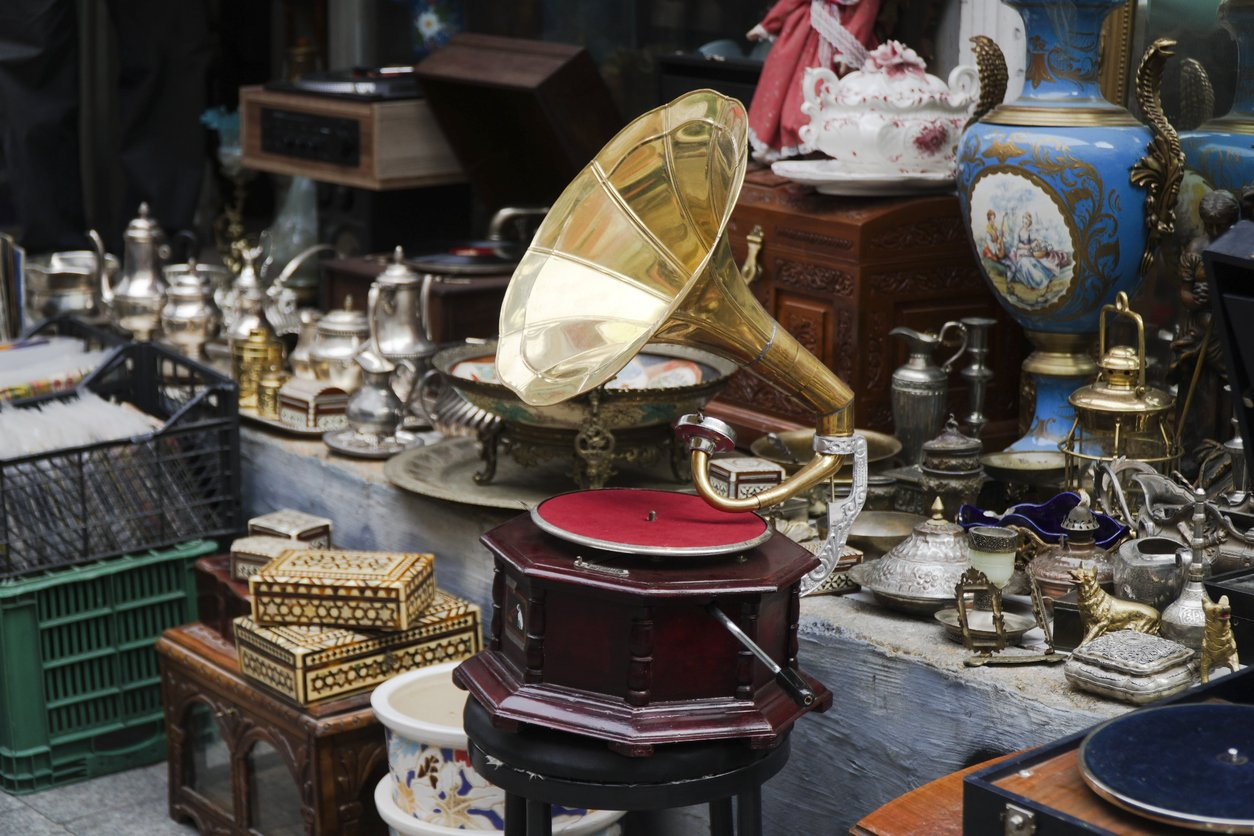 Accurate antique valuations in Staffordshire